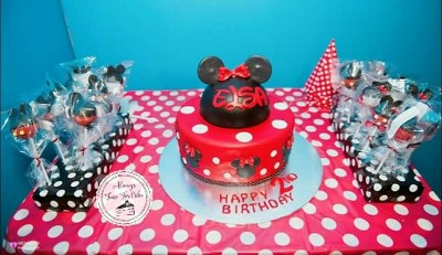 Minnie Mouse Cake & Pops